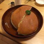 コスパ最強パンチ力あり!コメダ珈琲のハンバーガーの量に驚きを隠せない。