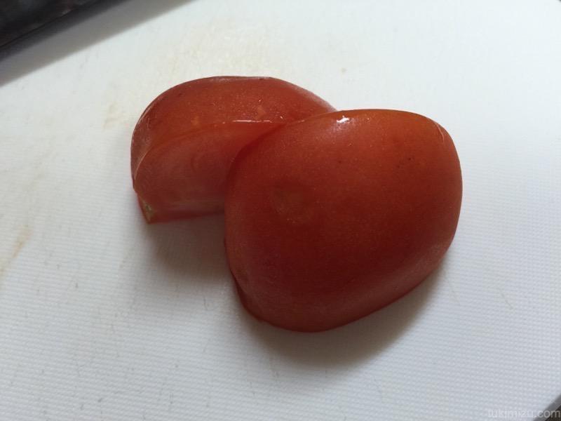 二つに切れたトマト