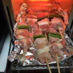 スーパーで買った生の焼き鳥はトースターで焼くのが便利。