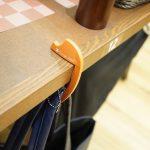 ORANGE IDEAL「バッグハンガー」カフェでバッグ置きに困った時にどうするか。
