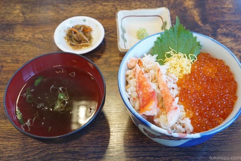 北のグルメ亭の海鮮丼セット