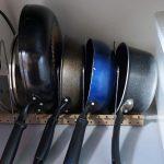 「フライパン・鍋・ふたスタンド」出し入れ簡単でコンパクトに収納できる。