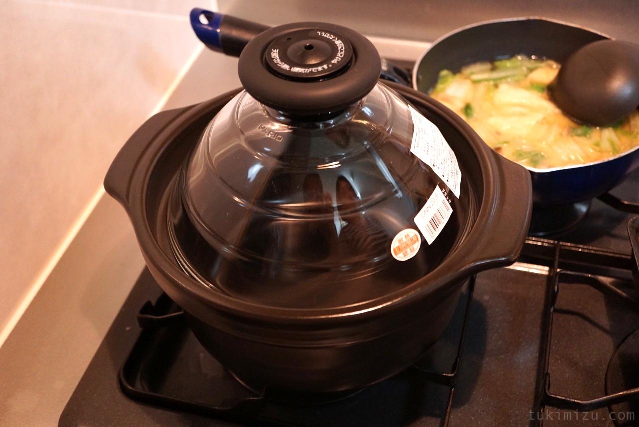 コンロに乗った土鍋