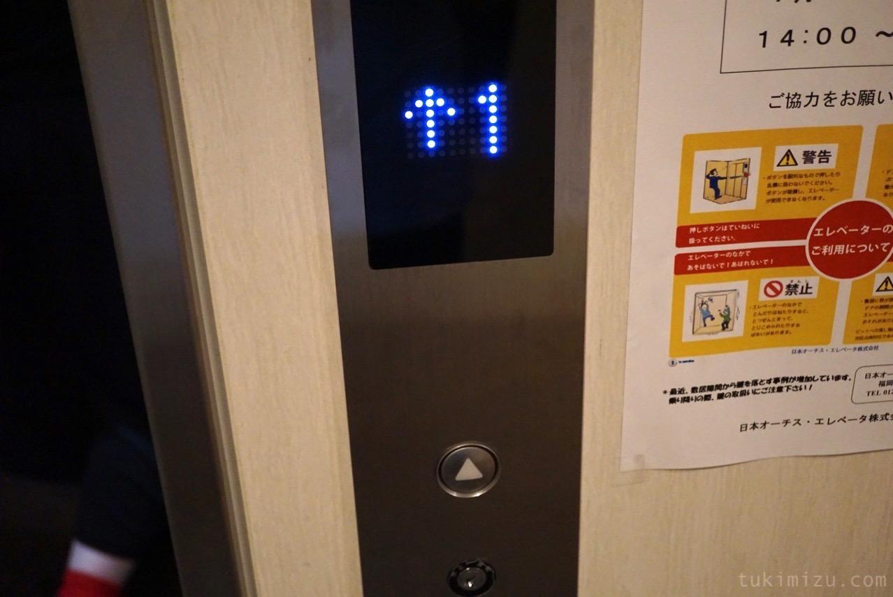 エレベータのパネル