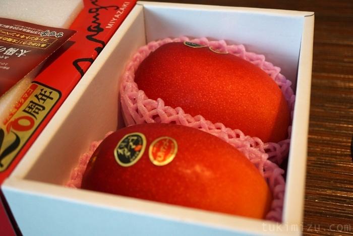 箱の中のマンゴー