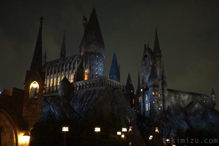 夜のハリーポッターのお城