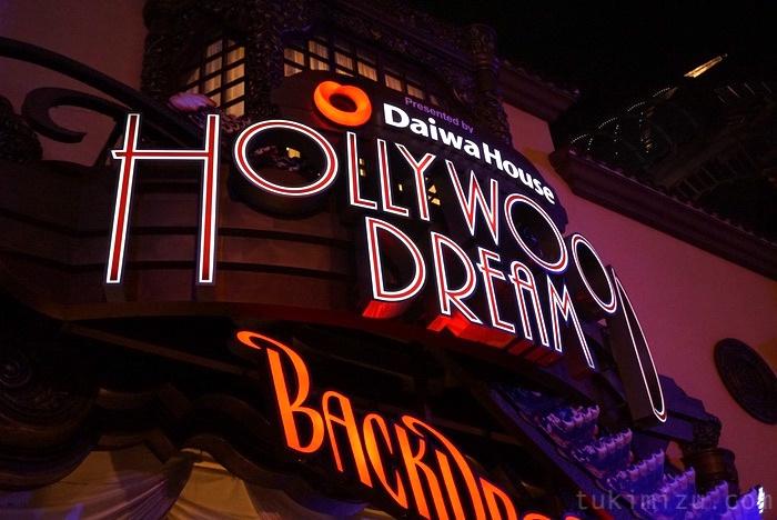 ハリウッドライドの看板