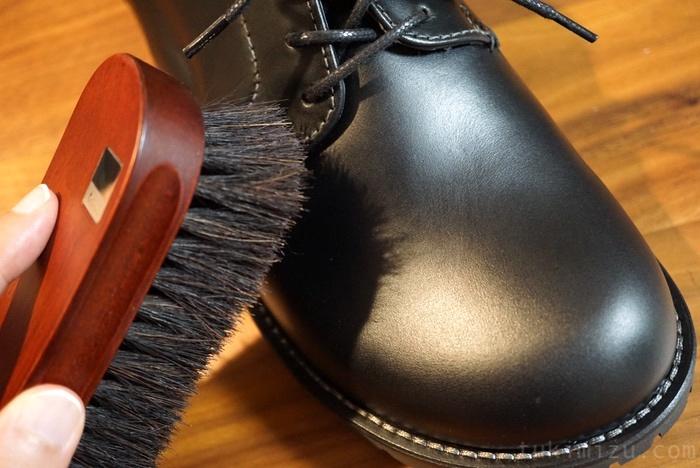 ブラシと革靴