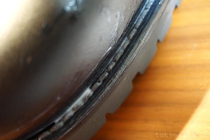 革靴のソールの隙間