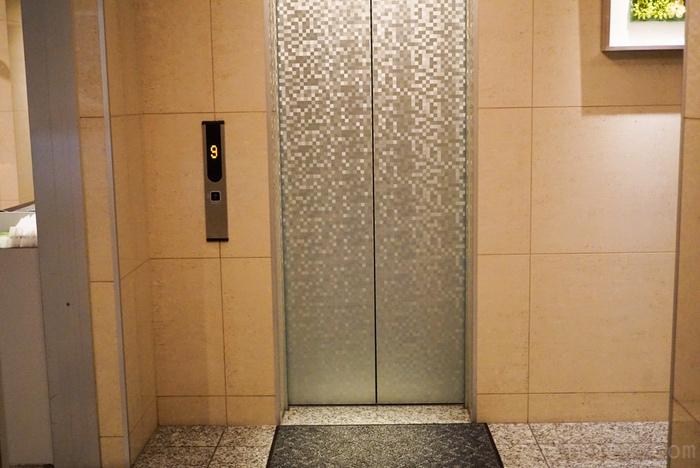エレベータのドア