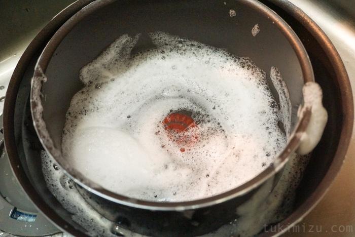 洗い場にある鍋とフライパン