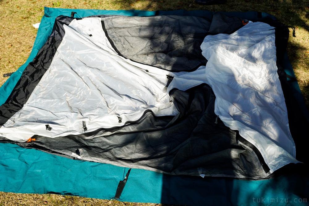 設営前のテント