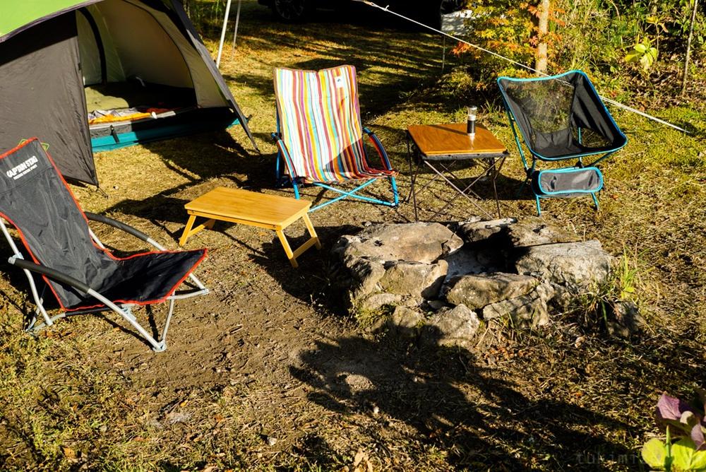 椅子とテント
