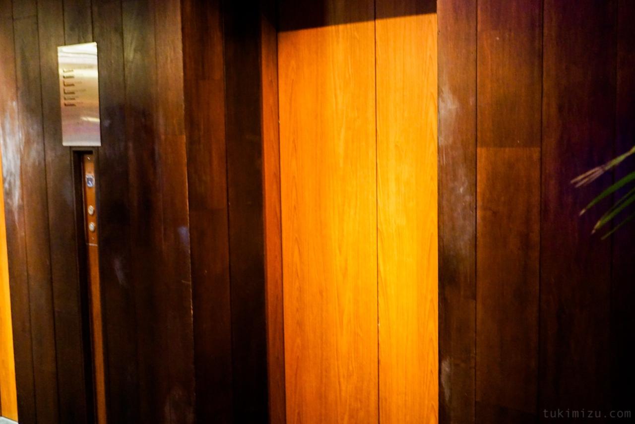 エレベーター入り口