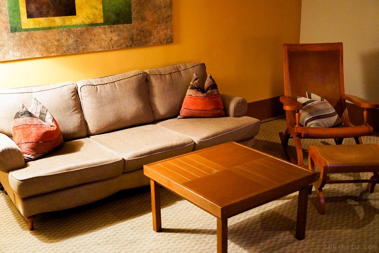 ソファと椅子